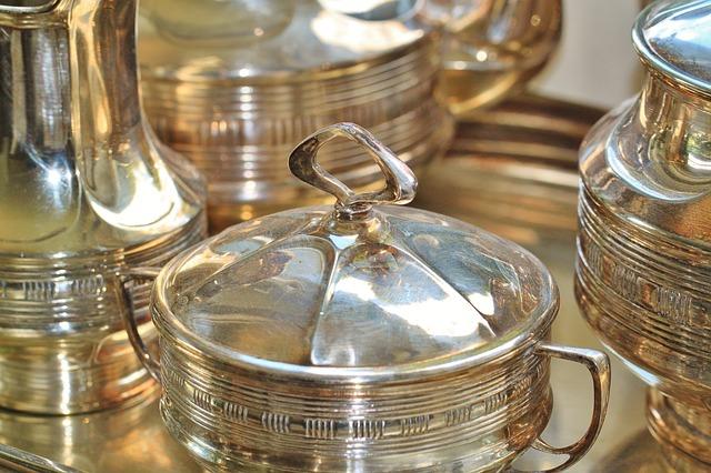 Silber Schüsseln und Kannen